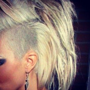 .@septembersweden | Julafton imorrn ❌✌ #undercut#haircut | Webstagram - the best Instagram viewer