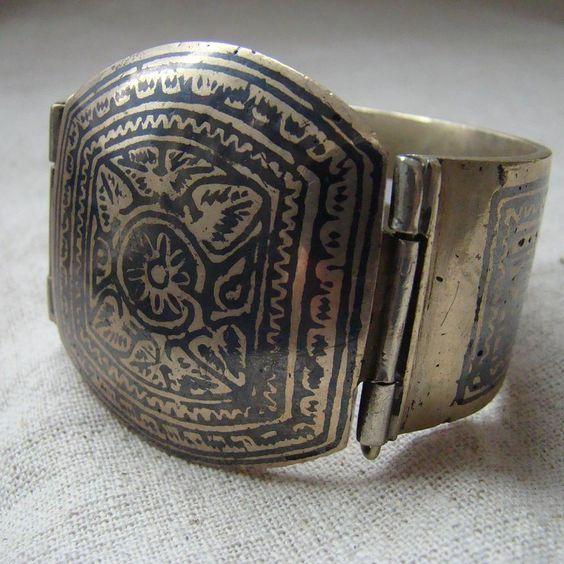 Duża, metalowa bransoleta