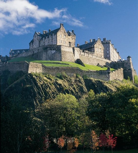 Student tour to Scotland with UK Study Tours. Edinburgh Castle, Scotland