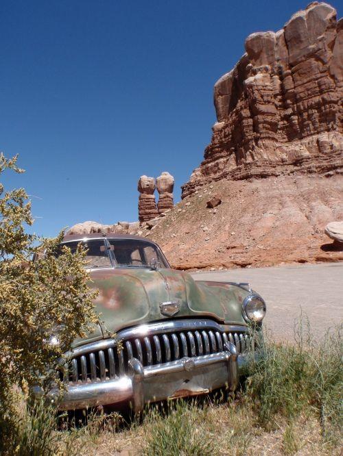 Navajo Twin Rocks, Utah (near Valley of the Gods)