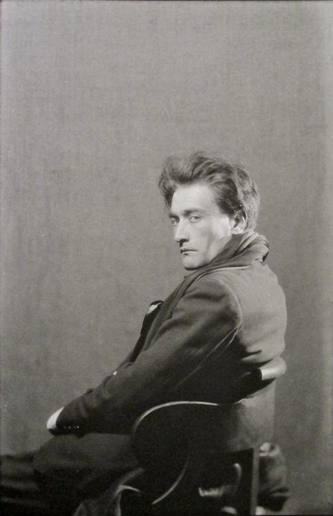 Antonin Artaud, Paris 1926 Por que el Doble del teatro es la Vida.