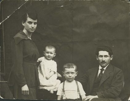 Chaim and Jenta Sztern with their children- Itzhak and Therese.  Belongs to collection: Yad Vashem Photo Archive