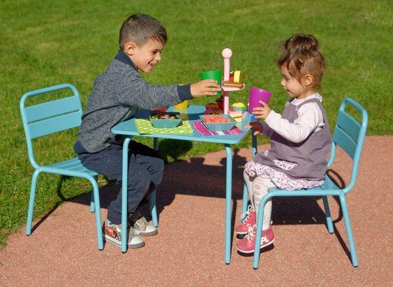 Kinder Sitzgarnitur Aus Metall Farbe Blau Damit Die Kinder Auch Einen Guten Moment Teilen Konnen Kind Sitzgarnitur Kinder Sitzgarnitur Kindertisch Und Stuhle