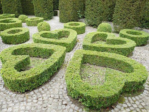 Shapes Of Topiary Landscape Design Garden Design Beautiful Gardens