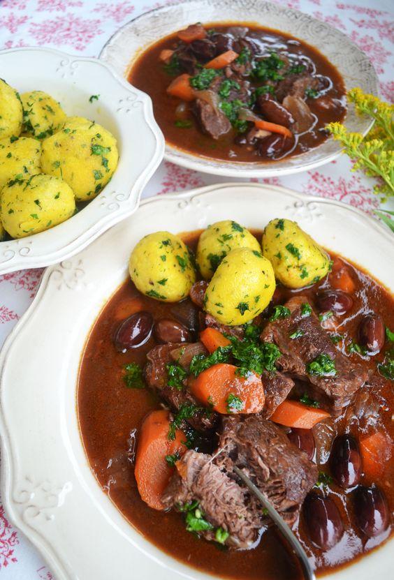 Provençalisches Rinder-Ragout mit Polenta-Knödeln