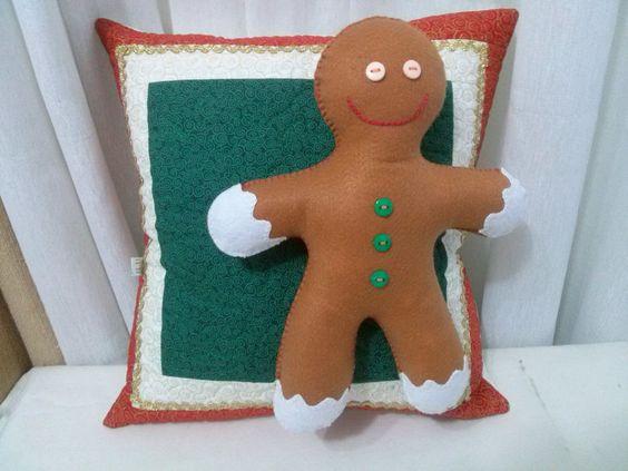 Almofada Natalina Ginger <br>Almofada decorativa. <br>O boneco pode ser removido para lavagem.