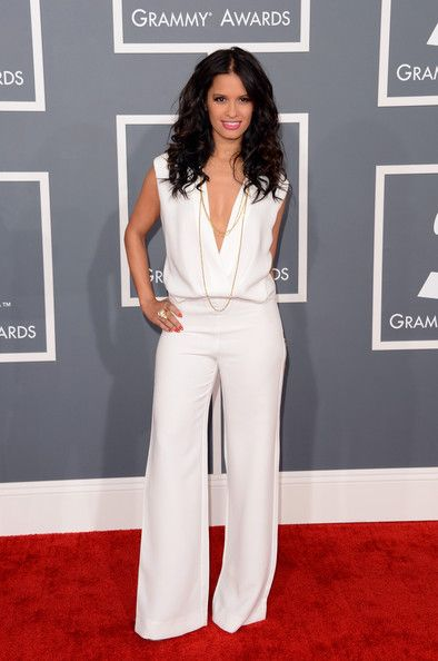 Para despues del pregnancy♡  deWhite Jumpsuit w/ Gold Chain Necklace | The 2013 Grammy Awards Red Carpet
