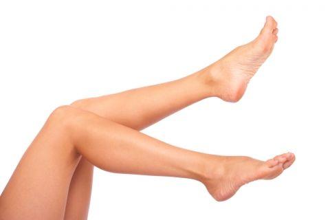 Ejercicio de pedaleo de piernas para las varices