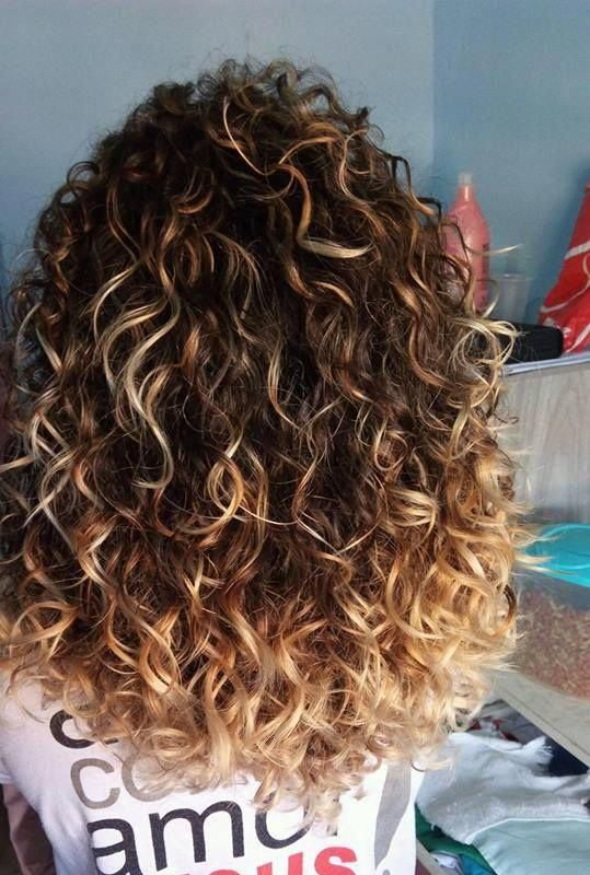 Curly Hairstyle For Women In New Best App 80 Wavy Hair Styles Weddinghairstyle Ha Medium Curly Hair Styles Medium Hair Styles Curly Hair Styles Naturally