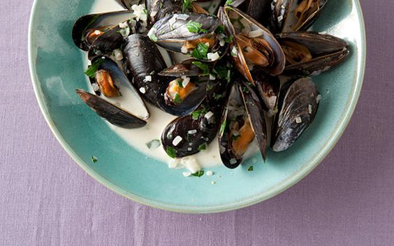 Mussels in Green-Peppercorn Sauce: Green Peppercorn, Appetizers Seafood, Fish Seafood, Cb Food Recipes, Looooooove Seafood, Dinner Recipes, Sauce Recipe, Seafood Fish