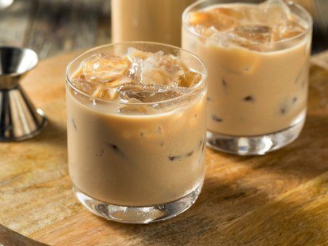 Prepara este cremoso licor de café, ¡en 5 minutos!