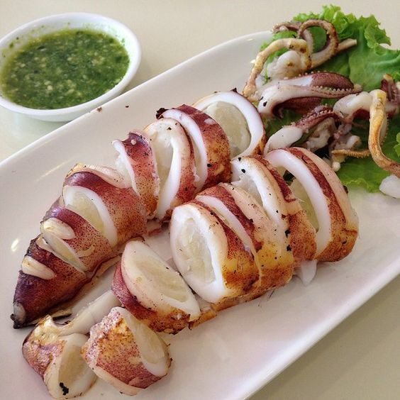 Grilled squids with spicy sauce