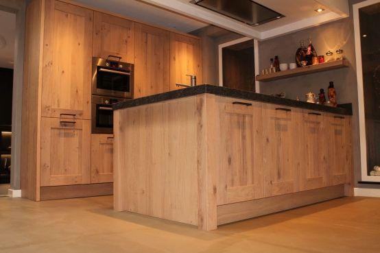 Keuken met eiken fineer uit the oak collection door harold lenssen maatwerk in keukens - Vintage keukens ...