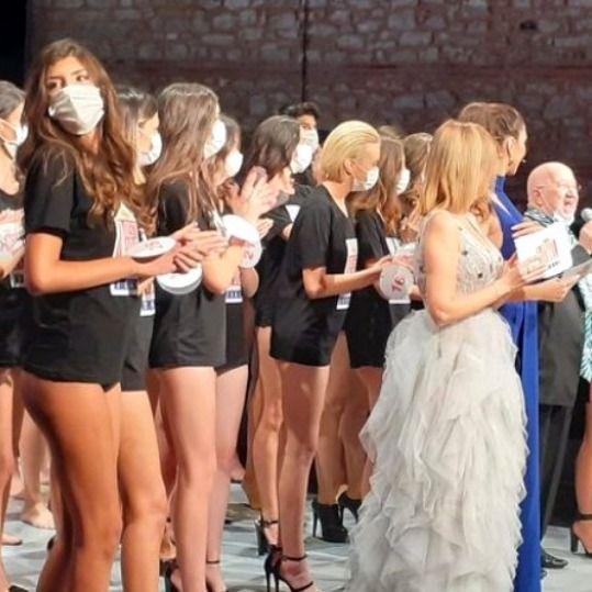 33'üncüsü düzenlenen Best Model Türkiye Yarışması birincileri belli oldu. Kadınlarda birinci Melisa İmrak, erkeklerde ise Oğuzhan Bolat oldu.