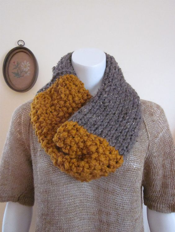 grey + mustard chunky knit scarf in contrasting stitches