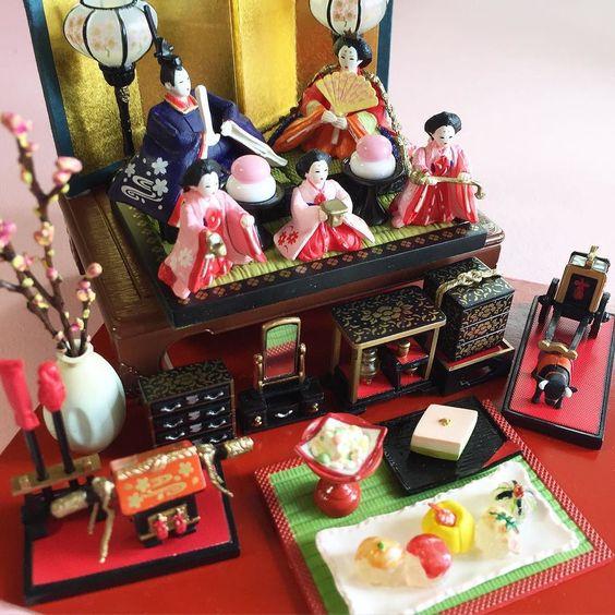 #rement  #miniature  #doll #ひな祭り #雛人形  #リーメントのなつかし我が家の座卓  #小さい  #飾り台に丁度いい by akilala_akitty