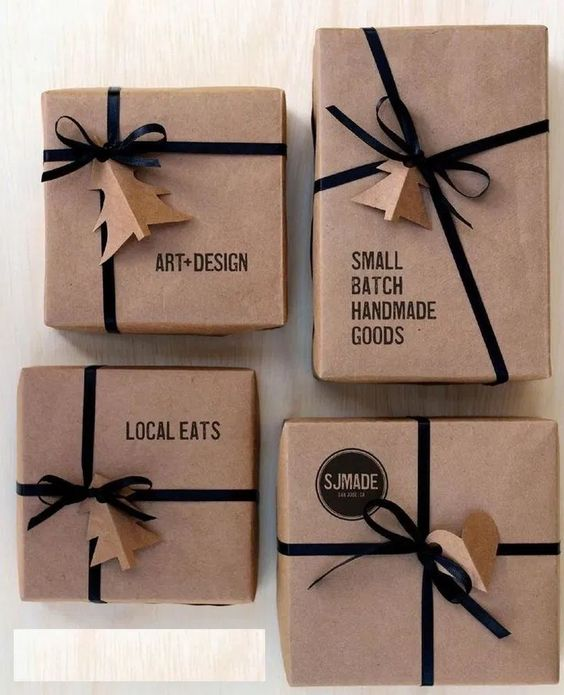 38 Christmas Gift Wrapping Ideas That Make Anyone Look Like a Decorating Professional « homifi.com #giftwrapping #giftwrappingideas #giftwrappingservice