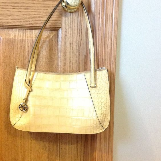 """Spotted while shopping on Poshmark: """"Leather handbag""""! #poshmark #fashion #shopping #style #Handbags"""