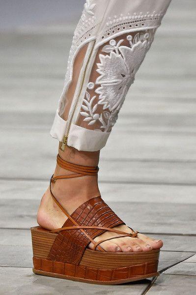 Spartiates, mules, claquettes : les chaussures de l'été 2015