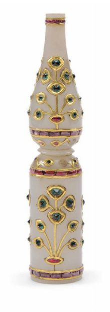 AN EMERALD AND RUBY PALE CELADON JADE HUQQA MOUTH PIECE MUGHAL INDIA, 18TH CENTURY With tubular body and elongated bulbous finial, the decoration arranged as registers of gold-inlaid floral sprays, between bands of foiled rubies inserted in gold 3.7/8in. (9.8cm.) long