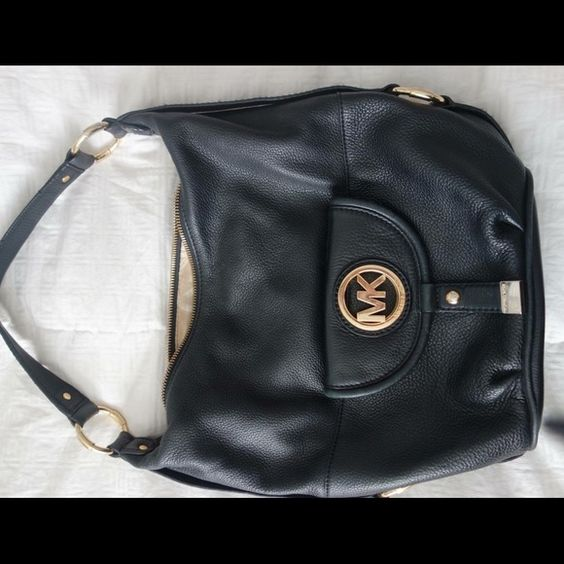 Women's leather handbag Very smoth leather clasic style exellent condition normal wear on strapp MICHAEL Michael Kors Bags
