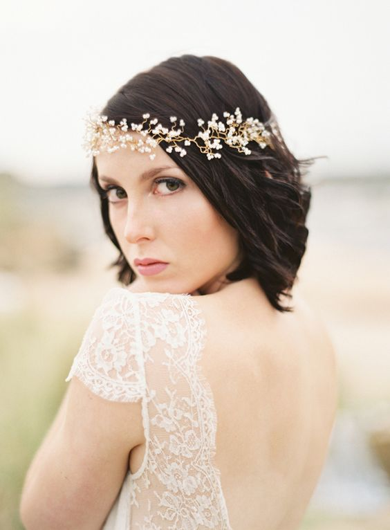short haired bride with delicate halo