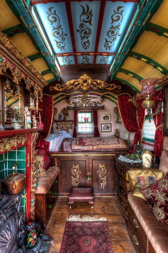 Tiny doesn't have to mean minimalist! Caravan ~ Vardo ~ Wagon: interior