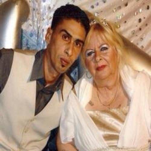 Idosa gasta fortuna com casamento e jovem esposo abandona ela pós casório