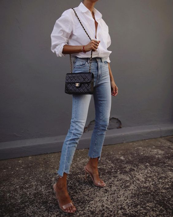 Джинсы с белой рубашкой: женственность и простота в одном образе | Новости моды