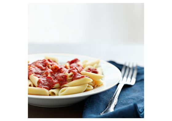 #LowFODMAP Red Sauce   2 6-oz. cans tomato paste 1 28-oz. can crushed tomatoes 1 28-oz. can diced tomatoes 4 tbsp. casa de santé Tuscan Herb mix 2 tsp. salt pepper olive oil fresh basil, minced (optional). Directions: Bring a large skillet to medium heat, add olive oil. Sauté casa de santé Tuscan Herb mix in olive oil. Add tomato paste, fry 3 minutes. Add both cans of tomatoes and 5.25 cups water. Add salt and pepper to taste. Simmer for 1 hour or until flavors have melded. Add basil.