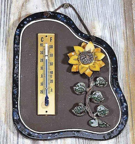 Haustürschild Thermometer Sonnenblume - Ein ordentliches Thermometer ist immer nützlich. Zusammen mit der dekorativ modellierten Sonnenblume erhalten Sie obendrein einen dauerhaften Wandschmuck. Natürlich ist das Thermometer auch für den Außeneinsatz geeignet.
