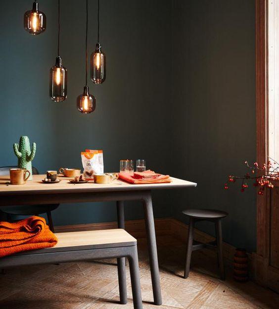 Wohnen mit Farben - Wandfarben und Möbel in dunklen Farben aus der ...