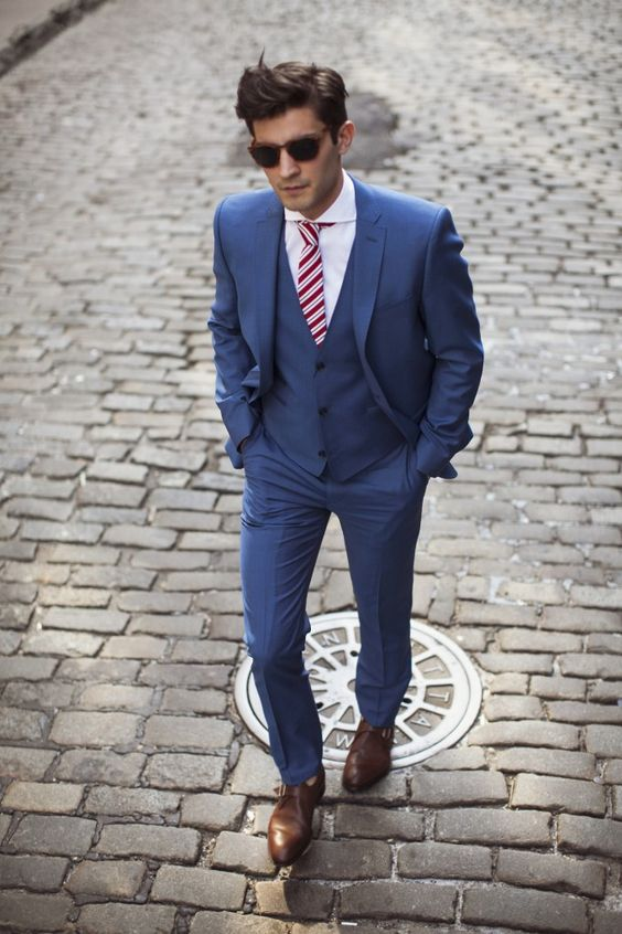3 piece blue suit, Brown shoes. With a bow tie instead