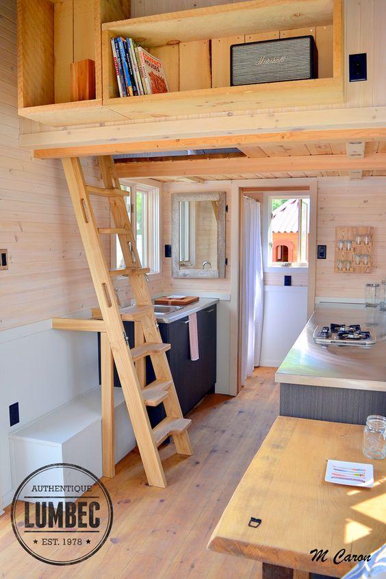 Entrez voir l int rieur de la micro maison lumbec tiny for Voir interieur de maison