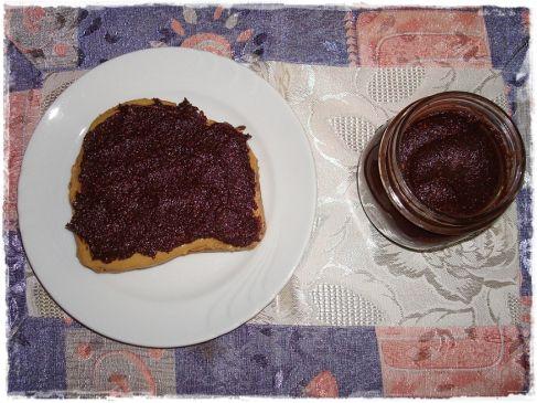 200 g de avelãs 200 g de chocolate meio amargo (ou amargo) 150 g de açúcar de confeiteiro (ou normal batido no liquidificador) 100 ml de óleo vegetal 180 ml de leite vegetal Maneira de preparar : P...