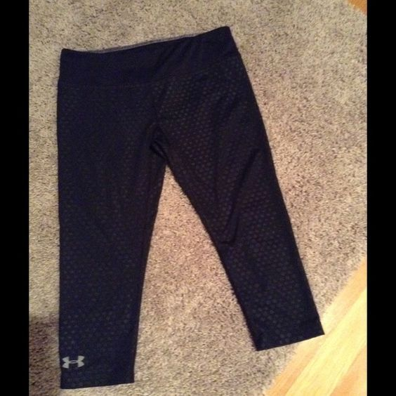 Under Armour Compression Capri Pants Black compression Capri in good condition Under Armour Pants Capris