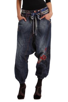 Desigual women's Turko Cinturon jeans from the Denim range. Our classic harem pants are still a hit. Check out the detachable belt.