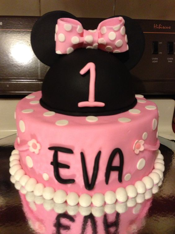 Minnie Mouse cake i made for my daughters first birthday.