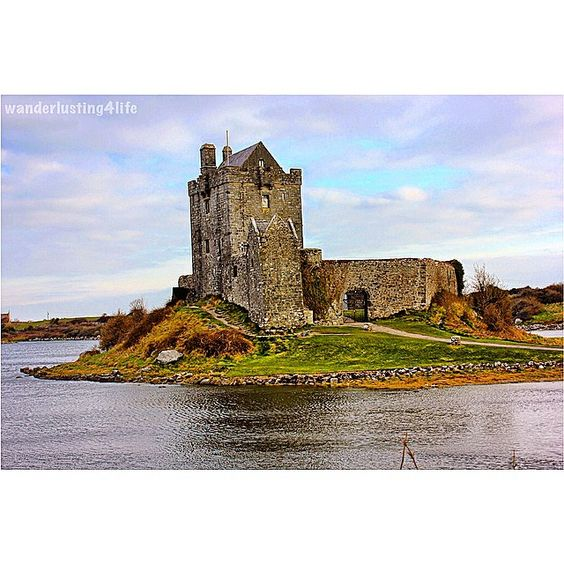 Dunguaire Castle on Galway Bay near Kinvarra, Ireland was built in 1520 by the O'Hynes clan. But the castle's biggest claim to fame is as a meeting place in the early 20th century for Ireland's literary greats - Synge, Yeats, Shaw, O'Casey. #DunguaireCastle #springbreak #irelandroadtrip #kinvarra #kinvara #galwaybay #galway #ireland #celtic #castle #gerorgebernardshaw #wanderlusting #wanderlusting4lifeireland