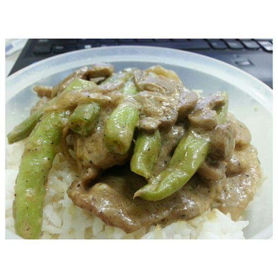 遅めの#ランチ まいうーな#ポーク#ステーキ #弁当 #pork#steak for late #lunch #packunch #yummy#food#philippines#フィリピン