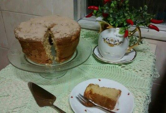 Prato para bolo - DYI Este é facílimo de fazer.  - Basta colar com cola de silicone, um prato raso a um pote de sobremesa na mesma cor. Espere a cola secar e pronto!