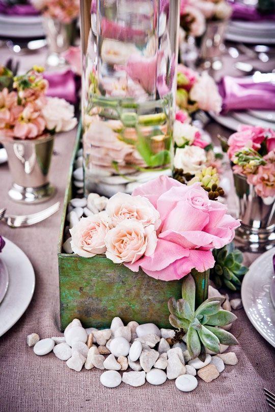 Tischdeko blumen pfingsrosen hortensien hauswurz - Tischdeko orchideen ...
