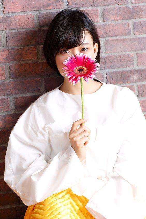 お花を持った森川葵