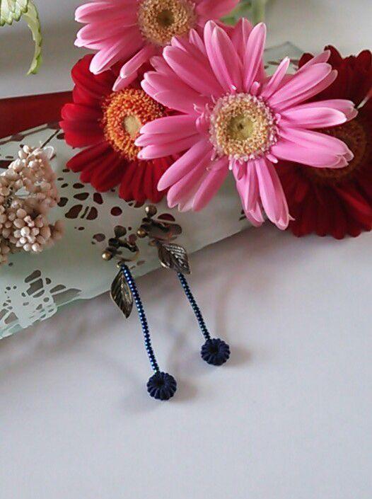 葉っぱ付ぶどうの実*ロングイヤリングルーマニアン・マクラメのぶどうの実特殊な技法を使った編み物ですコットン100%で固い立体的な実を作ります立体的な実が耳元を...|ハンドメイド、手作り、手仕事品の通販・販売・購入ならCreema。