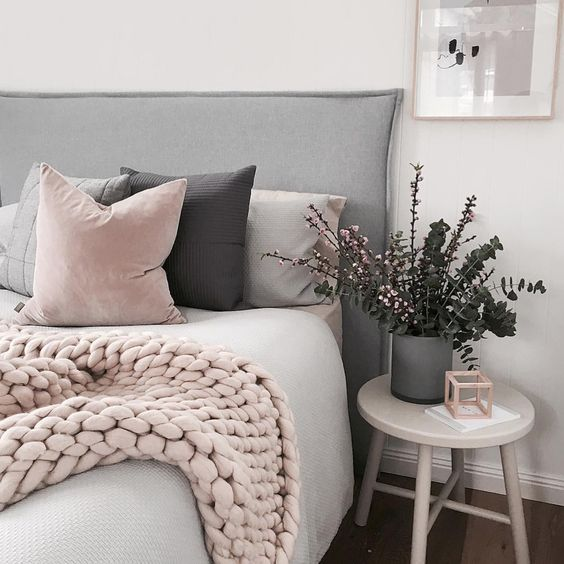 Make a cute over sized throw that's perfect for staying cozy this Fall!: