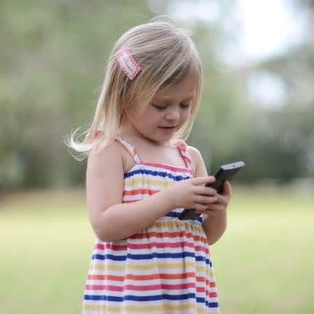 ASD News Smartphones are making children borderline autistic, expert says - http://autismgazette.com/asdnews/smartphones-are-making-children-borderline-autistic-expert-says/