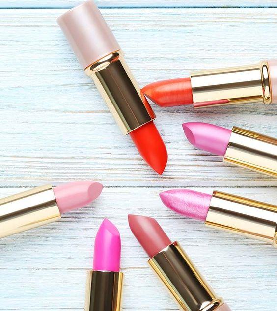 5 nuances chaudes d'été Meilleures couleurs de rouge à lèvres d'été Je vais partager avec vous quelques-unes des belles nuances de rouge à lèvres d'été qui vous aider... MAQUILLAGE