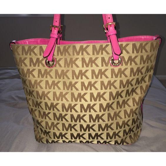 Pink Beige Michael Kors Handbag Used Michael Kors handbag! still in amazing condition! Michael Kors Bags Totes