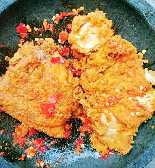 Resep Ayam Geprek Cobek Seasame Chicken Recipe Chicken Hindquarter Recipe Chicken Recipes Boneless