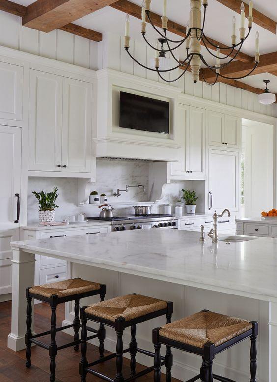 55 Hamptons Farmhouse Interior That Make Your Flat Look Great Home Decor Ideas Tv In Kitchen Modern Kitchen Luxury Kitchens